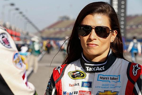 NASCAR Cup Danica Patrick recibirá un castigo por caminar en la pista