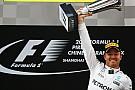 Econômico nas palavras, Rosberg exalta carro da Mercedes