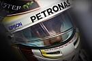 Sorpresa Hamilton: nella cover dell'iPhone c'è una Ferrari!