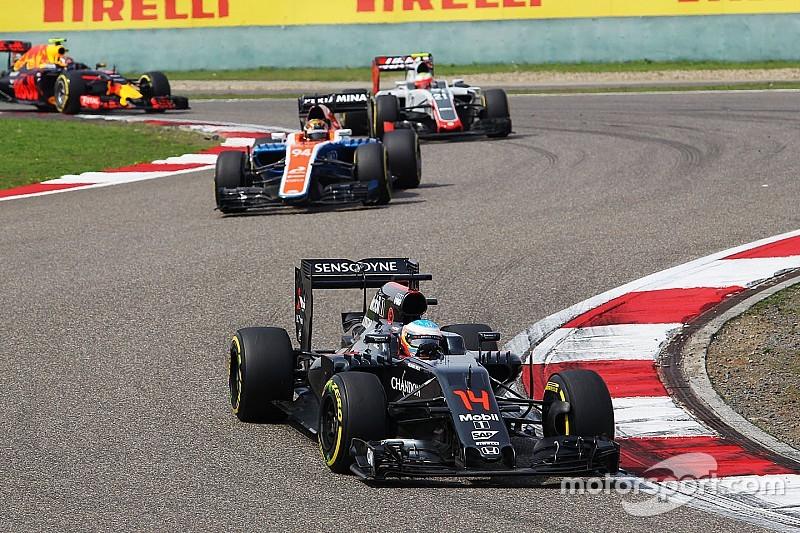 Alonso defiende que la F1 de 2016 es emocionante de ver