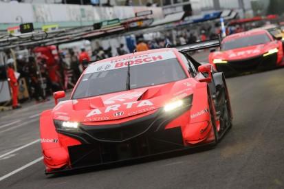 Super GT kurios: Topteam muss in einem Rennen viermal durch die Box