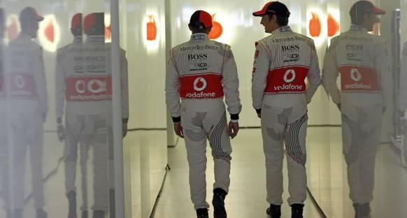 Hamilton Button tehdidinden endişe duymuyor