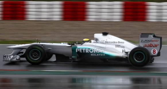 Rosberg Nurburgring'de yağmurla şansını artırmak istiyor