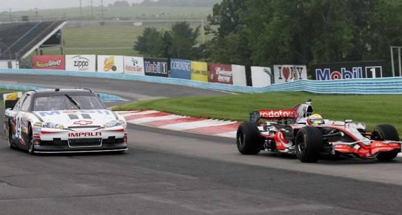 Hamilton NASCAR'dan büyük keyif aldı
