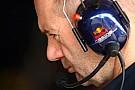 Newey: Ferrari modifiye etti, Renault yeniledi