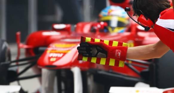 Alonso: Ferrari lastikleri ısıtmada daha iyi