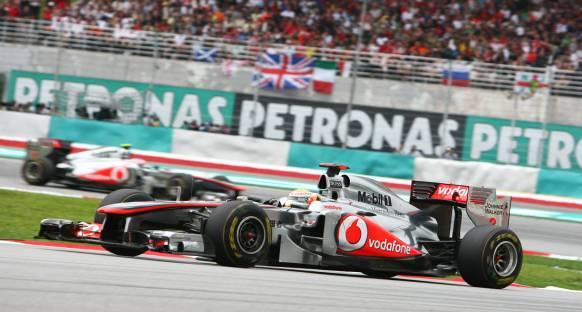 Hamilton ve Alonso'ya 20 saniye ceza geldi