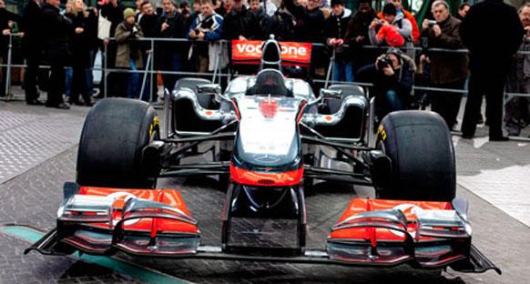 McLaren, U şeklindeki sidepodları açıkladı