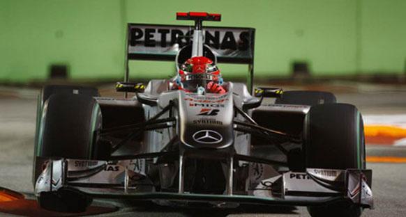 Schumi: 'Araç nemli zeminde daha hızlı'
