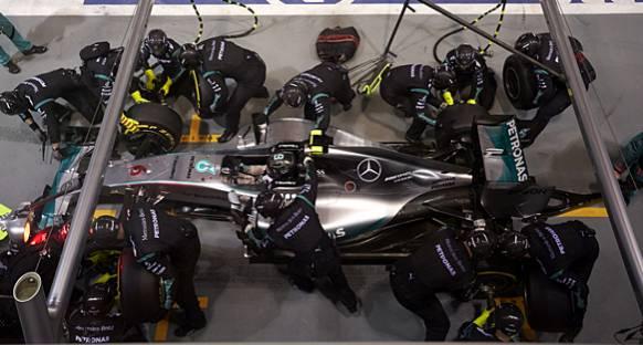 Wolff: Mercedes Singapur'dan Sonra Korkmamalı