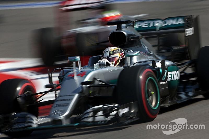 """Hamilton critica pneus sem aderência: """"como pilotar no gelo"""""""