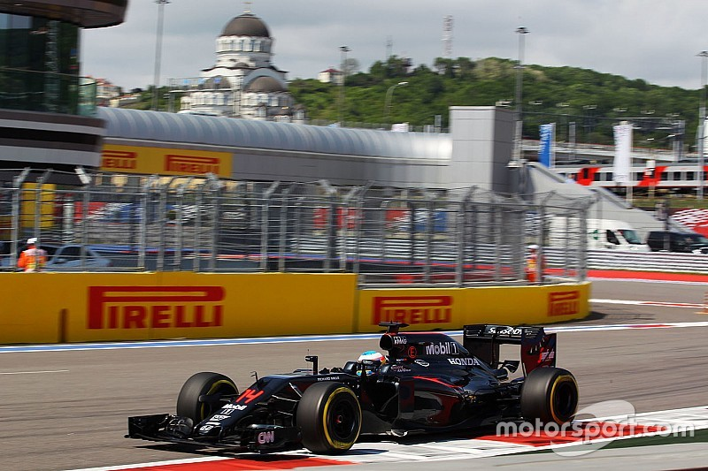 McLaren не заслуживает иного результата, считает Алонсо