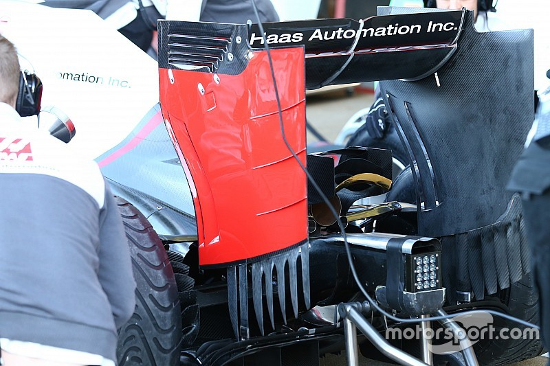 Haas: paratia con più frange e Monkey seat con tre elementi
