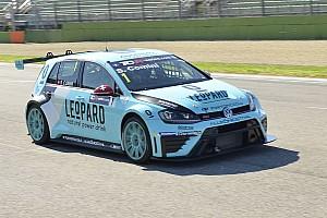 TCR Отчет о гонке Комини выиграл первую гонку в Имоле, Морбиделли сошел