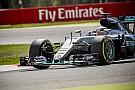 Videón, ahogy Hamilton dühösen kivágta a kormányt a Mercedesből!