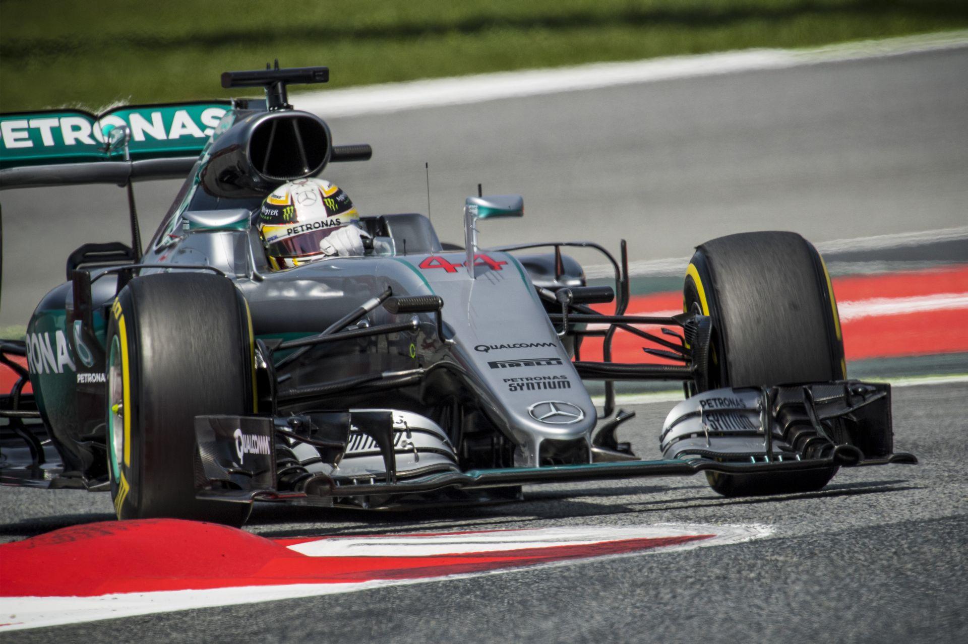 """Lauda: """"Hamilton bocsánatot kért…"""""""