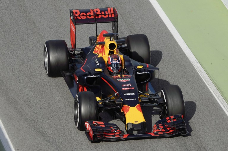 Kvyat élete egyik legsimább red bullos péntekjét zárta, míg Ricciardo a versenytempóban bízik!
