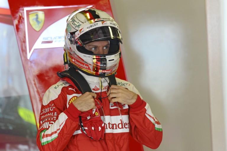 Sokkolt a Ferrari Bahreinben a harmadik edzésen: Vettel az élen Bahreinben Räikkönen előtt