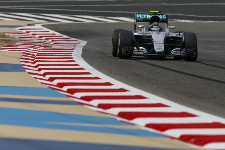 Rosberg nyerte a látványos Bahreini Nagydíjat Raikkönen és Hamilton előtt: Vettel KO, Haas varázslat