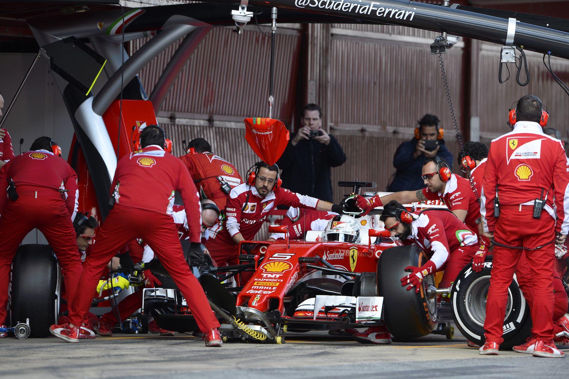 Kerékcsere a Ferrarinál versenyszimuláció közben: ez már komoly!