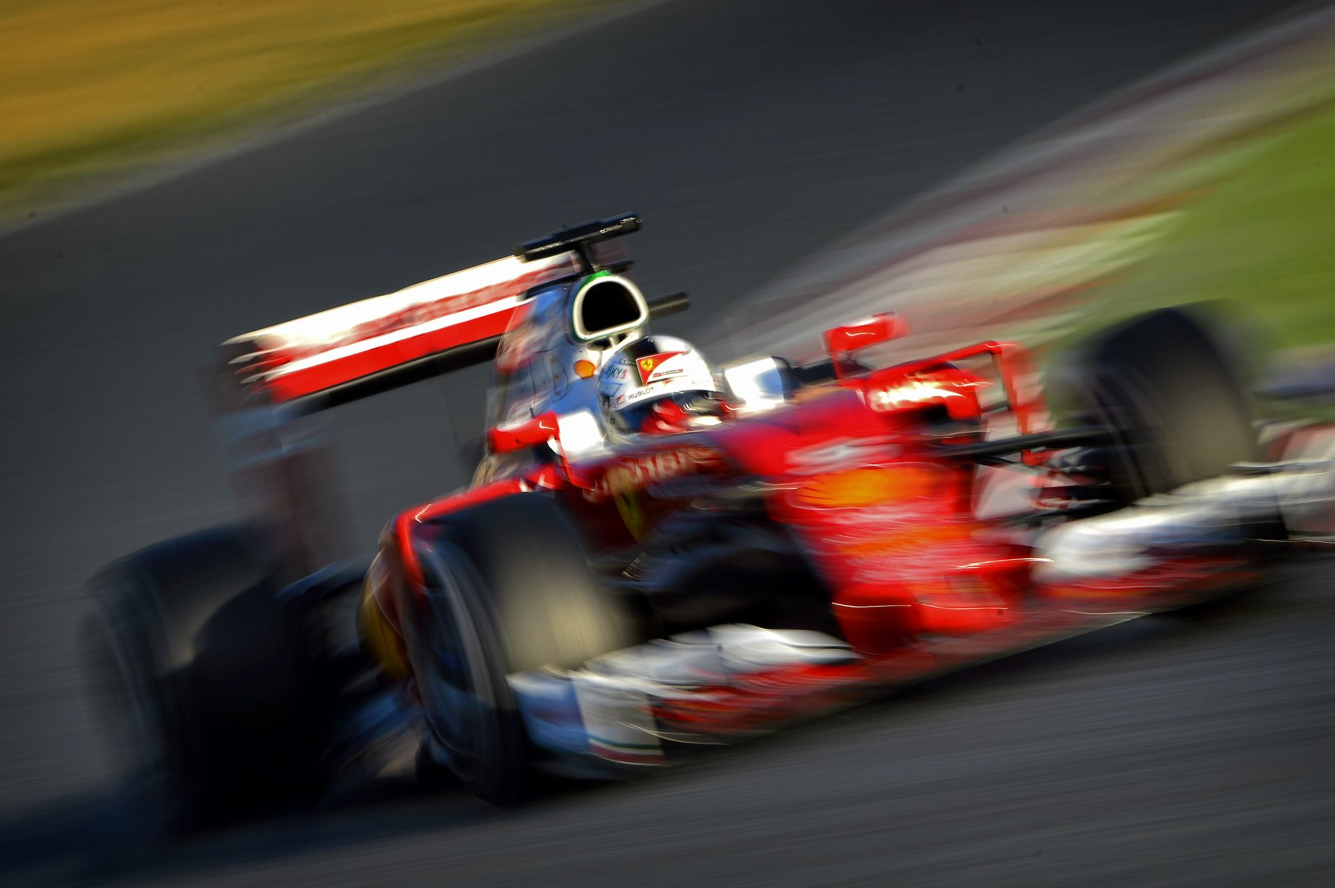 Vettel inkább maradna a belsőégésű motornál – közúton is