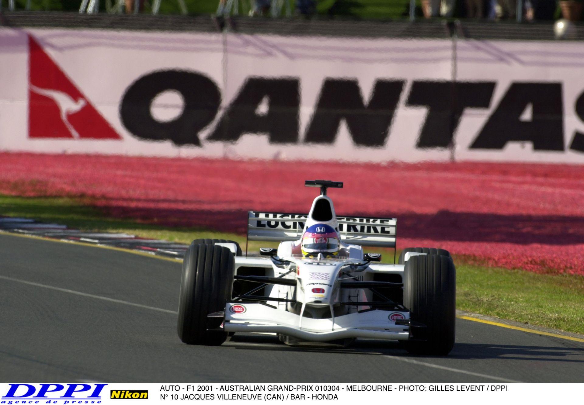 Egy egészen durva baleset az Ausztrál Nagydíjról: Villeneuve becsapódása