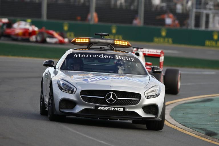 Amatőr felvételen, ahogy Alonso becsapódik Ausztráliában
