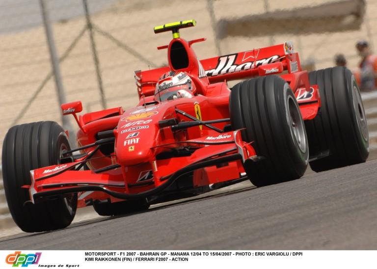 Raikkönen nem viccelt: lelassított Speed mellett a Ferrarival és mutogatni kezdett