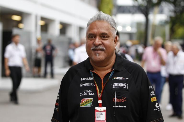 A Force India tulajdonosa fizetne az indiai bankoknak - jelenleg azonban nem utazhat haza, Indiába!