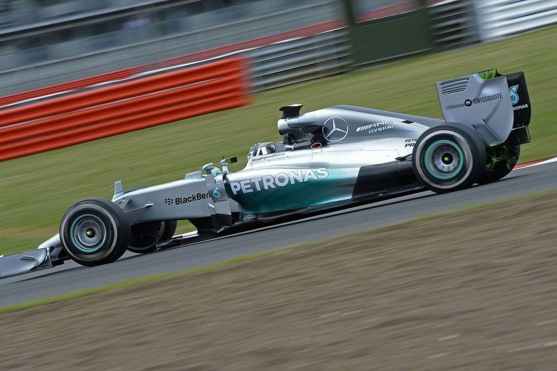 Hivatalos felvételek a 2016-os F1-es Mercedesről: W07 Hibrid