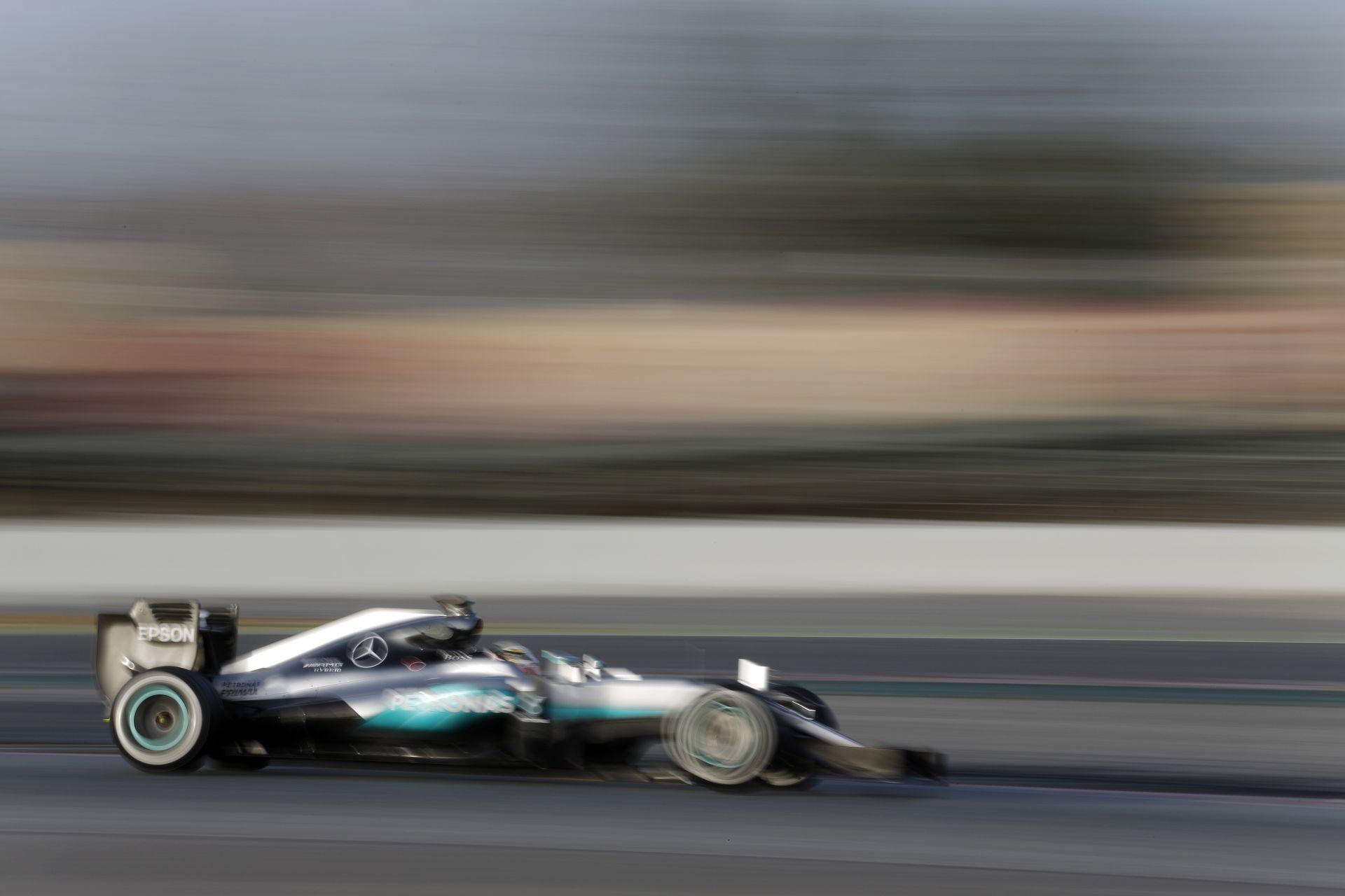 Addig megy a Mercedes, amíg ki nem purcan a W07, de mi lesz a versenyzőkkel?