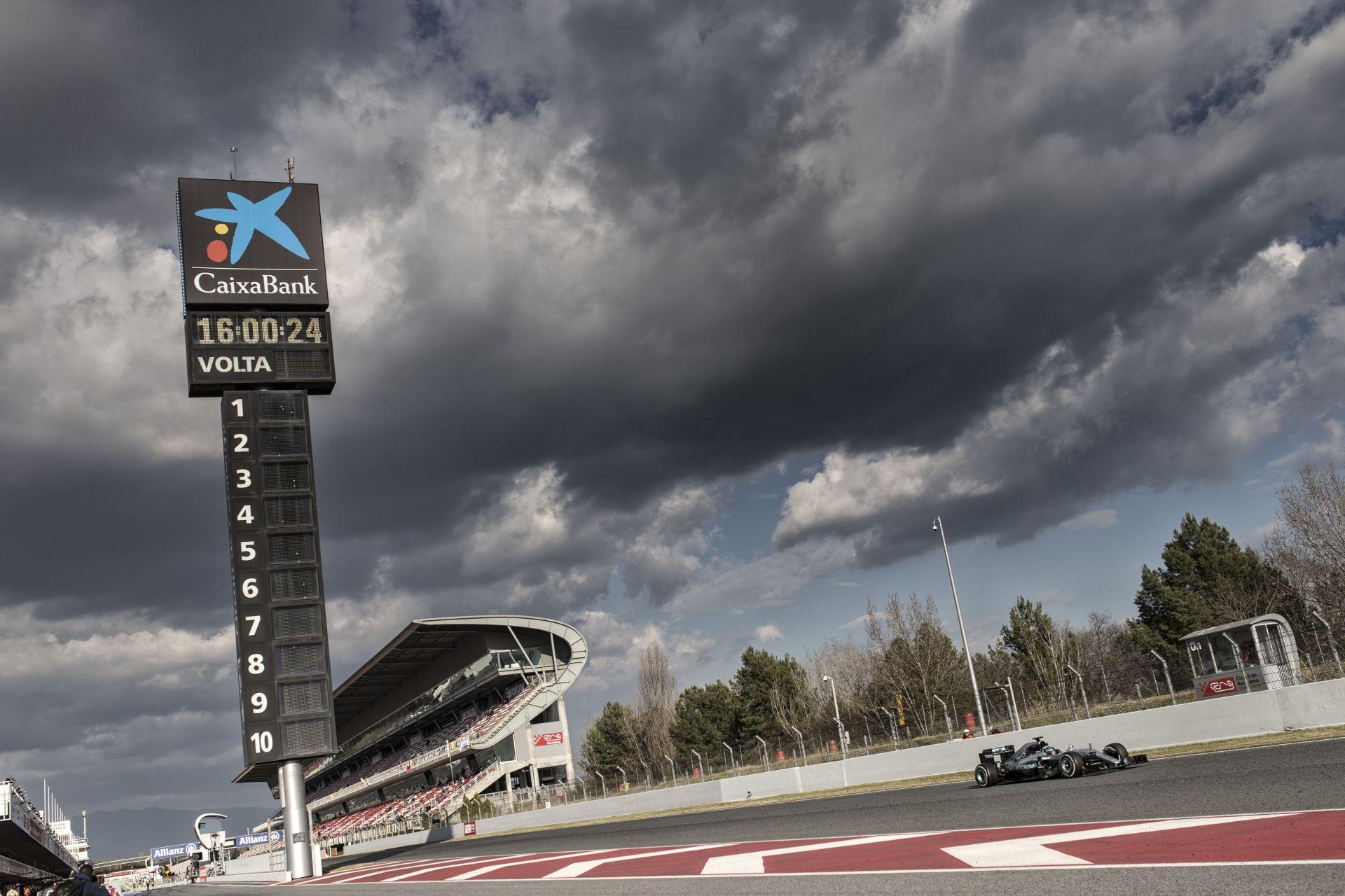 Több mint 7600 kilométert pakoltak a Mercedes-motorokba az első teszten