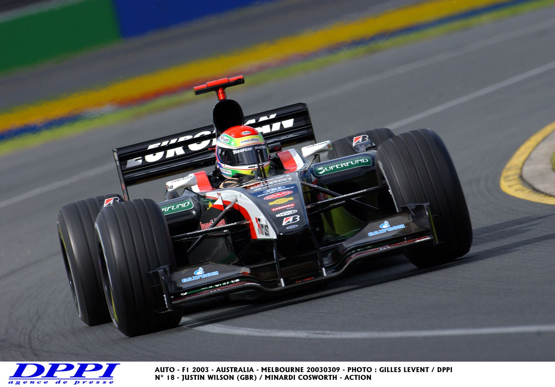 Nagyon komoly: Wilson a V10-es Minardival a nagyon vizes montreali versenypályán