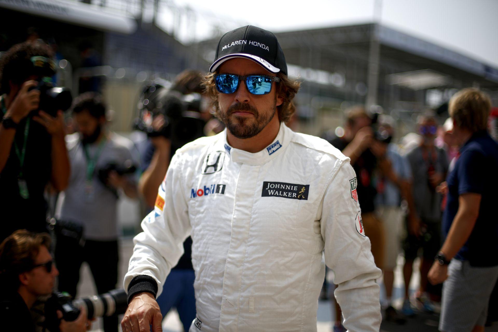 Mindkét McLaren célba ért: grid boyok, hit és remény maradt a csapatnak 2016 előtt