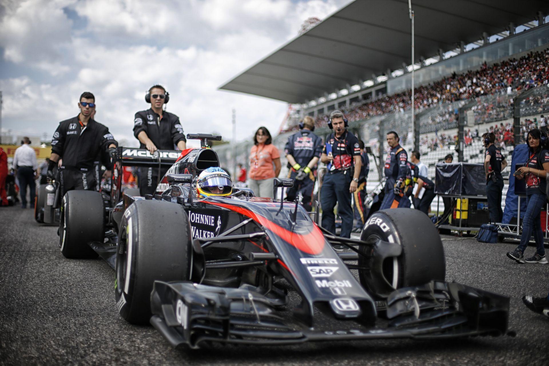 Belső kamerás felvételen Alonso startja a McLarennel Suzukában