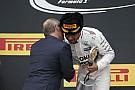 Hamilton nem Putyint célozta a pezsgővel: az kéne, hogy bármi is legyen belőle