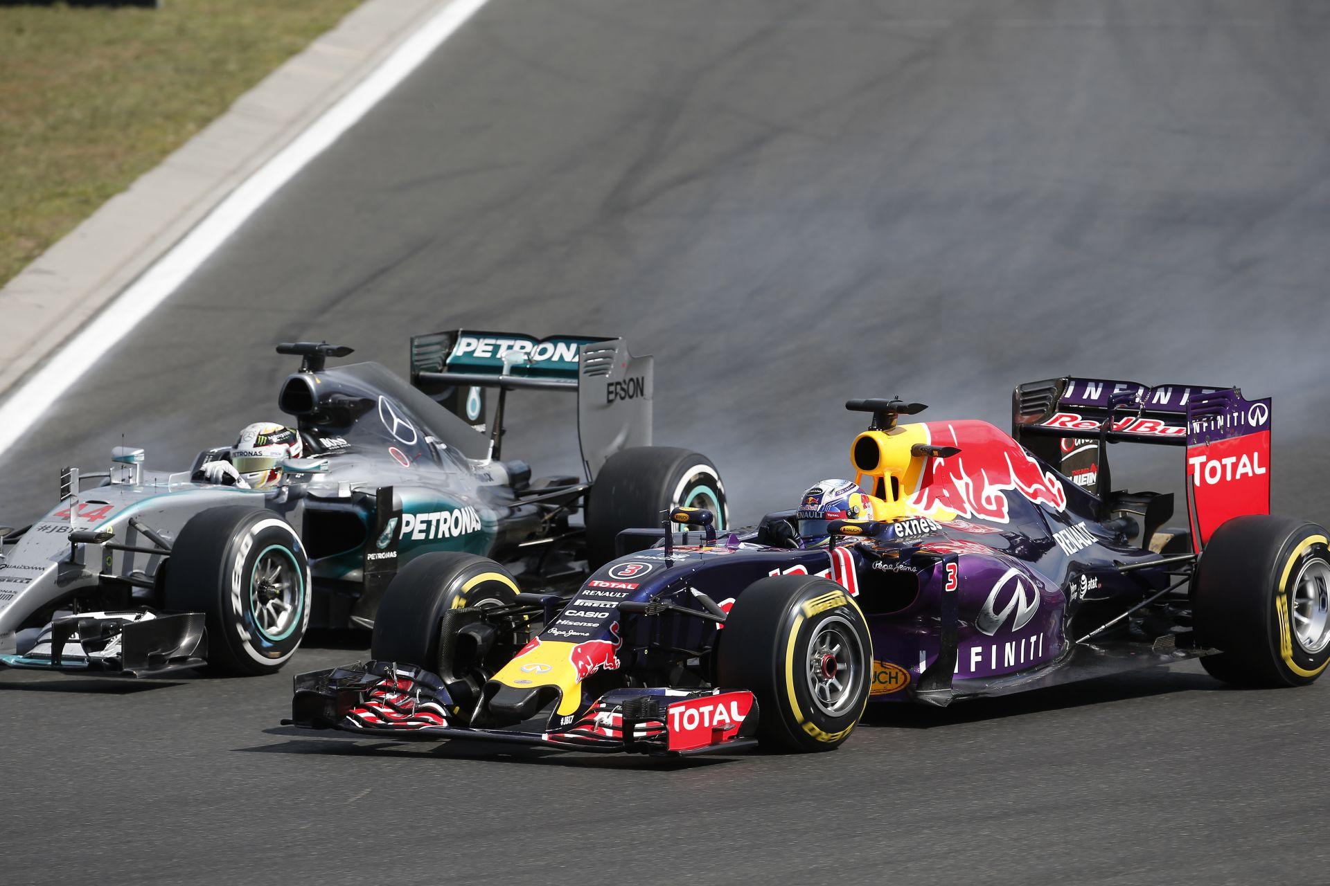 Mercedes: A Red Bull elég furcsa stratégiát választott…