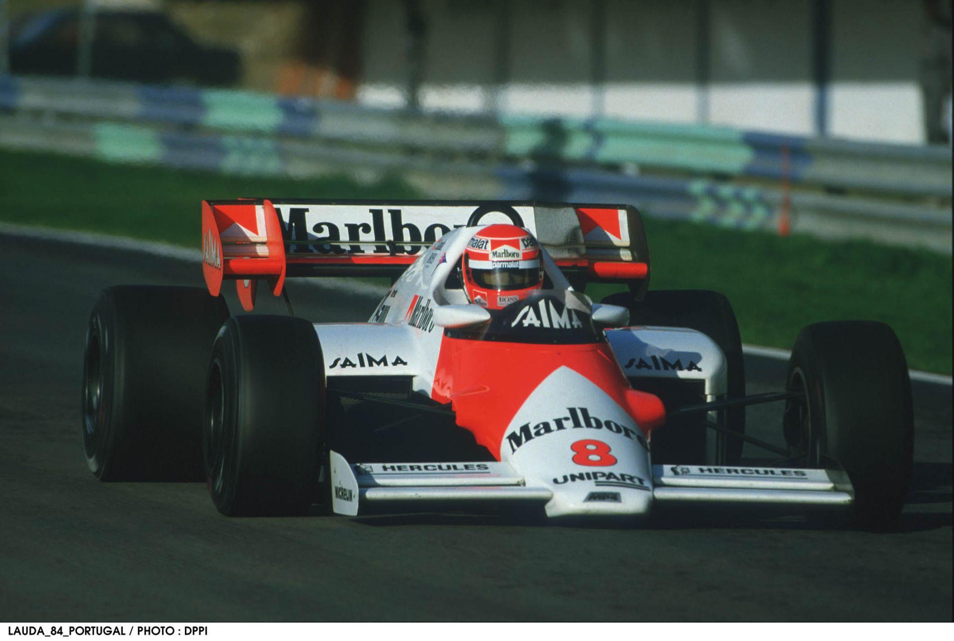 Egy újabb hihetetlen nap a Forma-1-ben: Lauda 0,5 ponttal lett bajnok a McLarennel Prost előtt - 1984
