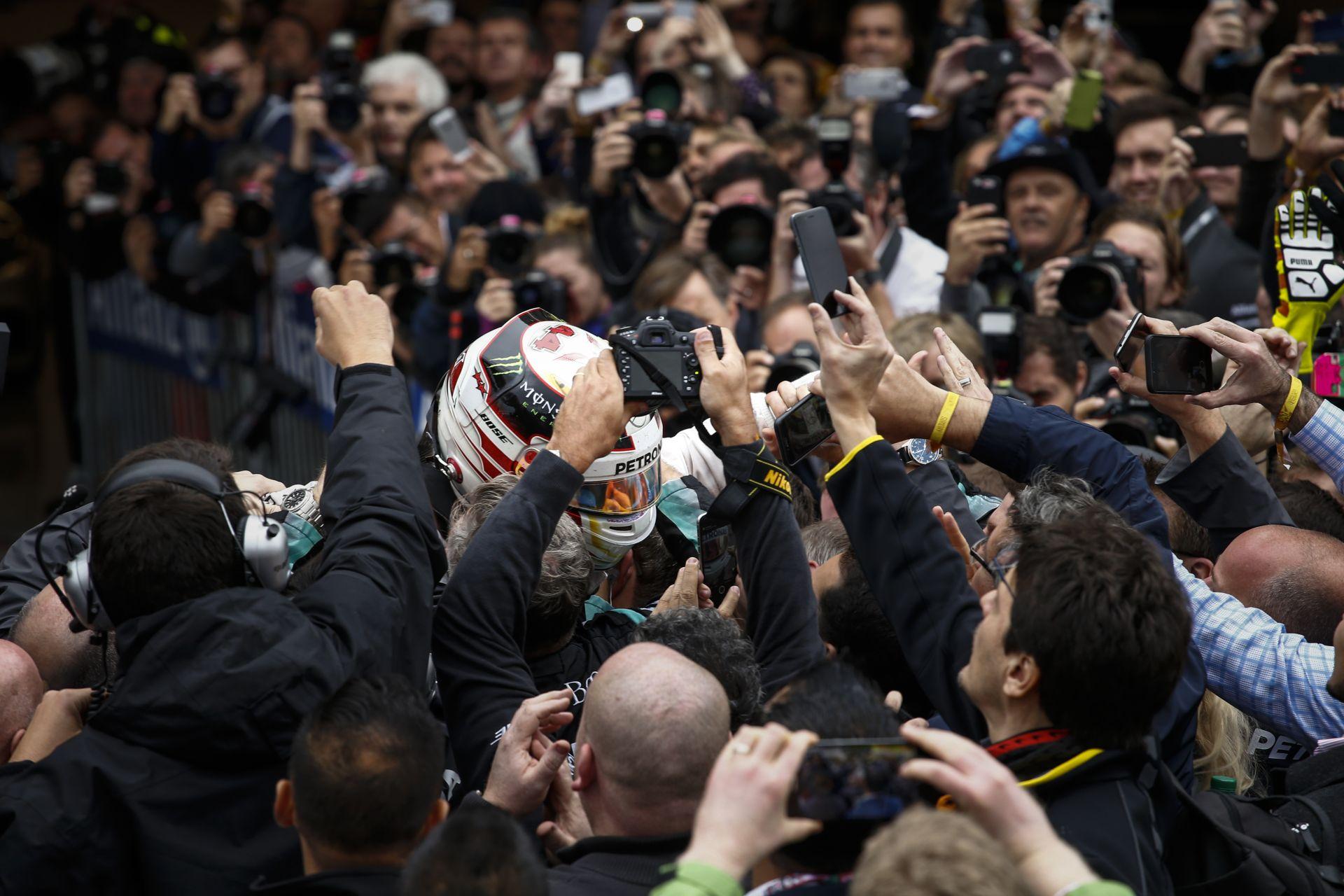 Stewart: Ha a Mercedes ilyen formában lesz, akkor Hamilton négy-öt címig is elmenetelhet