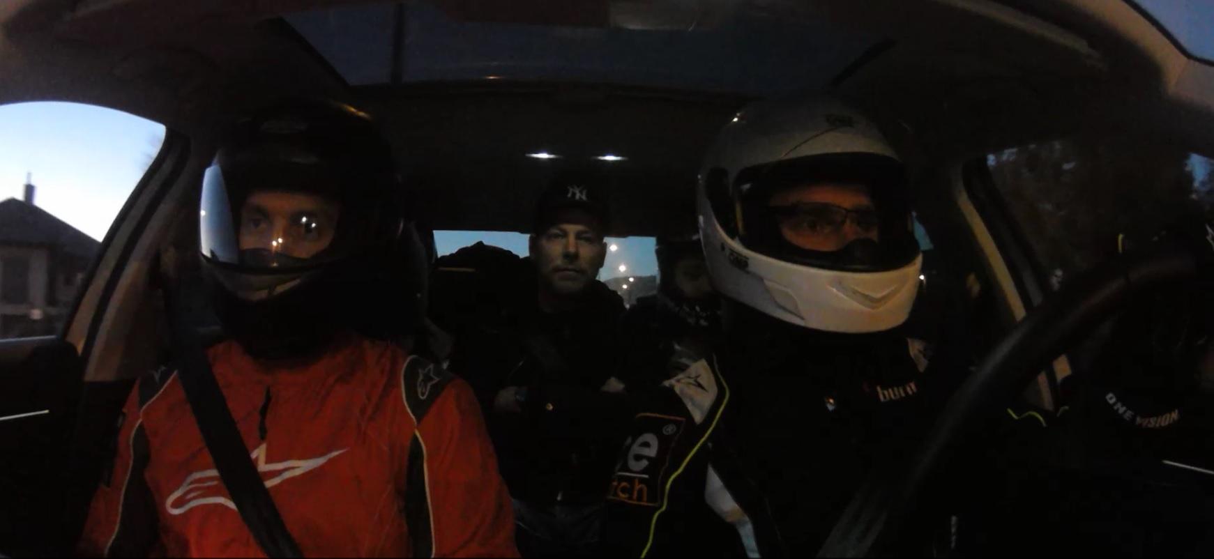 Ezek megőrültek: F1-es szerelésben a budapesti sötétségben