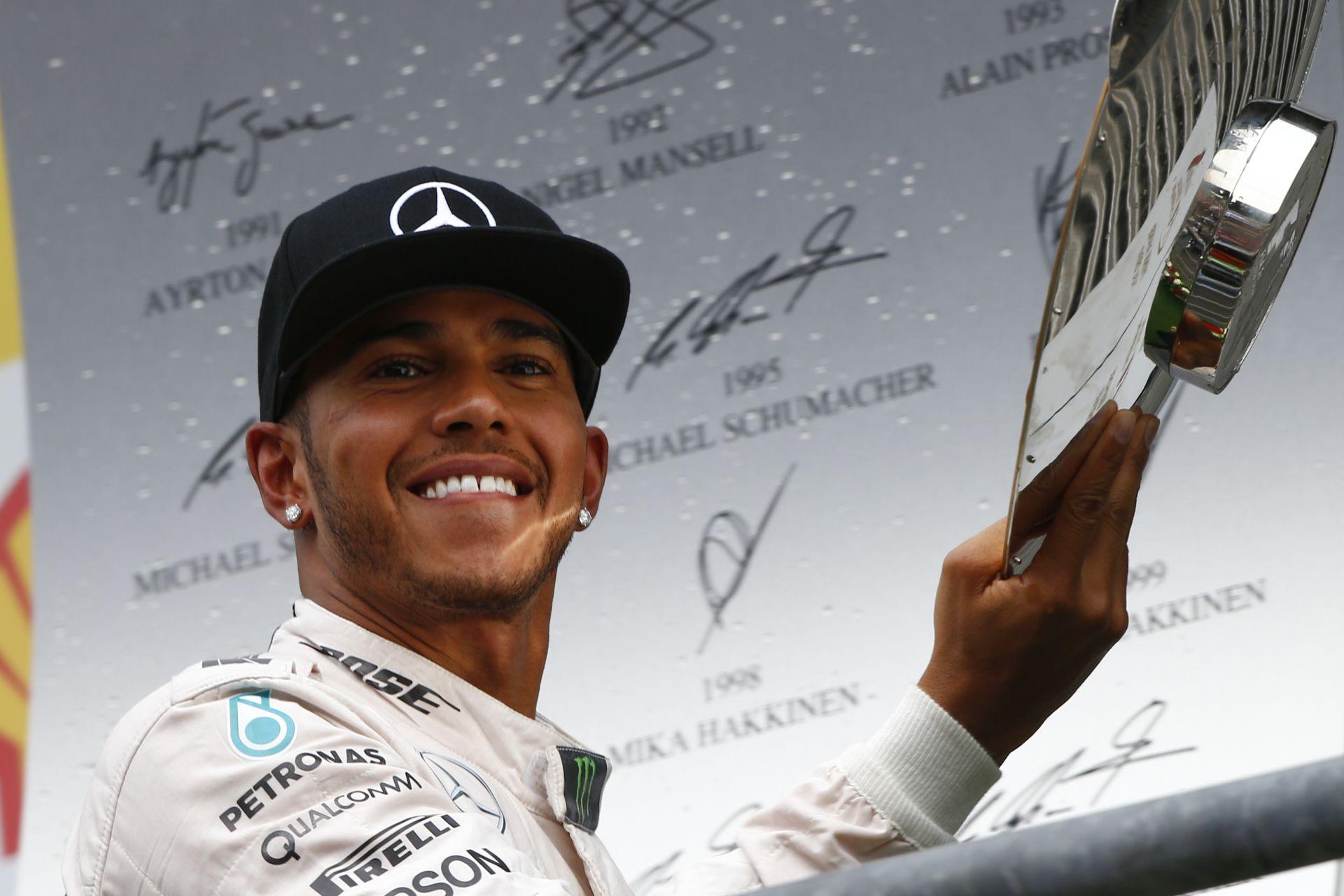 Hamilton: Ha a Mercedes továbbra is bajnok akar lenni, nem ad motort a Red Bullnak