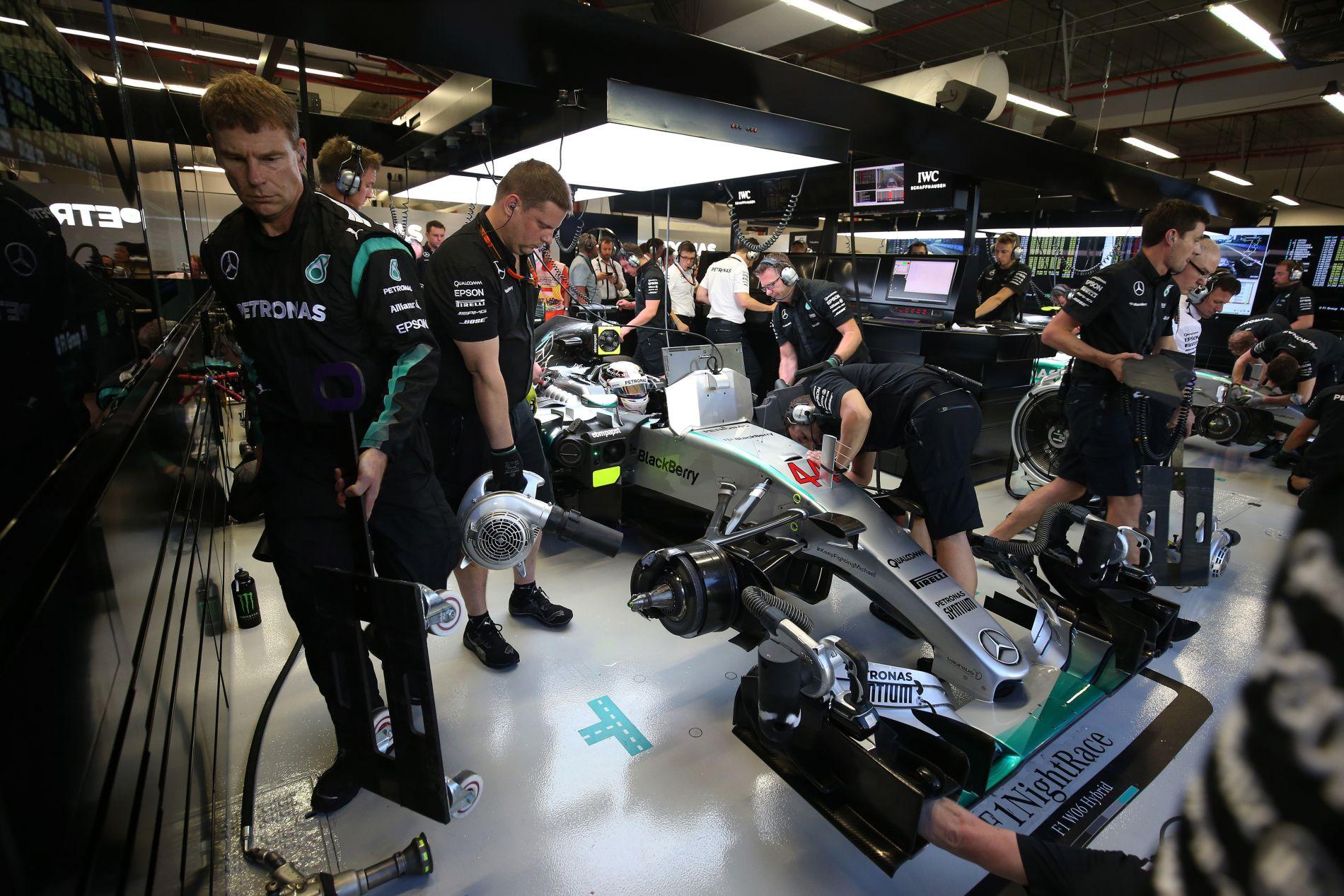 Hamilton kiesett, de van rá legalább három magyarázat