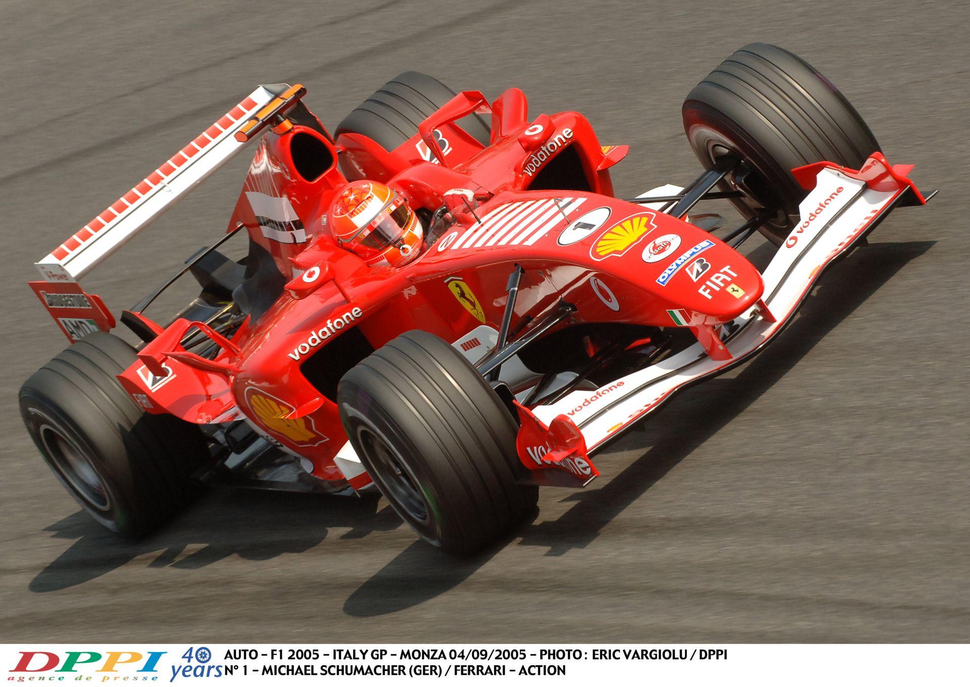 Michael Schumacher hihetetlen hangos és gyors száguldása a V10-es Ferrarival Monzában
