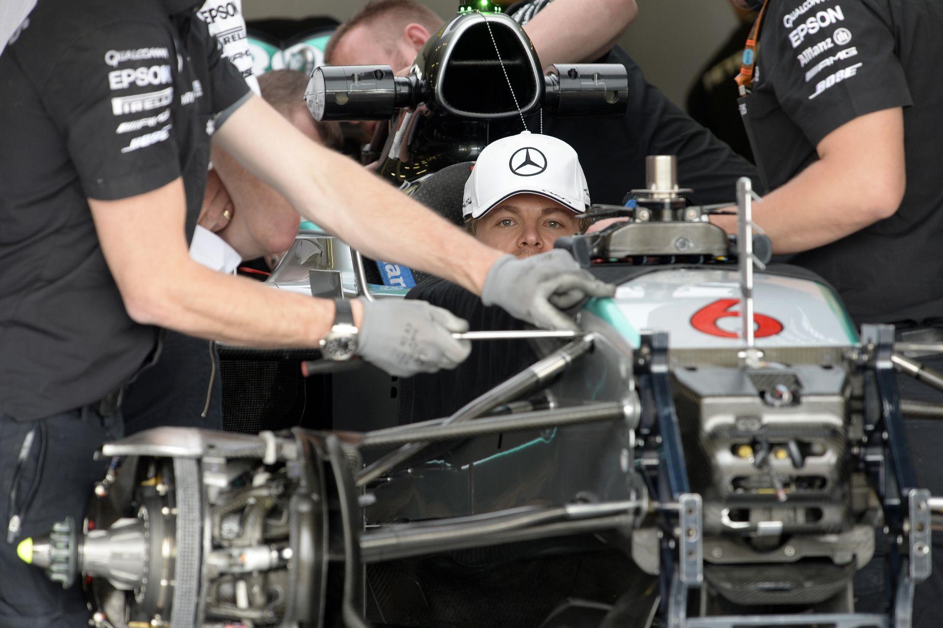 Hatalmas hajrával Rosberg odapirított Hamiltonnak Silverstone-ban! Verstappen 3., Raikkönen 4. Világrekord a Mercedestől!