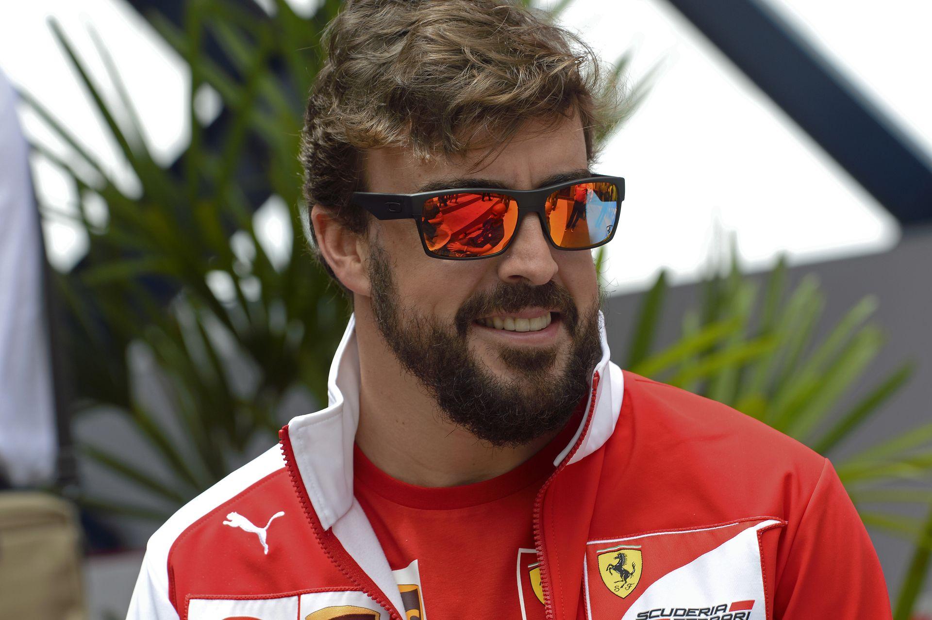 Alonso: Egyik pillanatban a Lotus versenyzője vagyok, majd megveszem a Marussiát 1 euróért