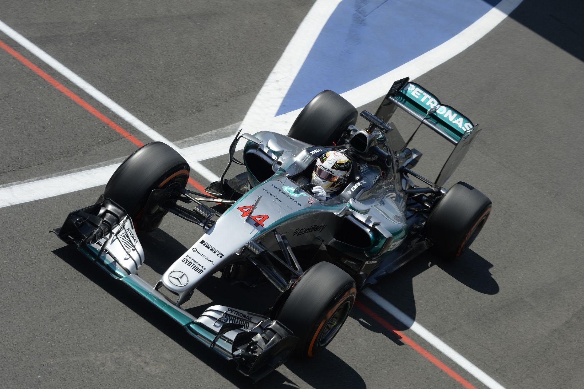 Hamilton szerint rendben volt a mai edzés, míg Raikkonen türelemre int