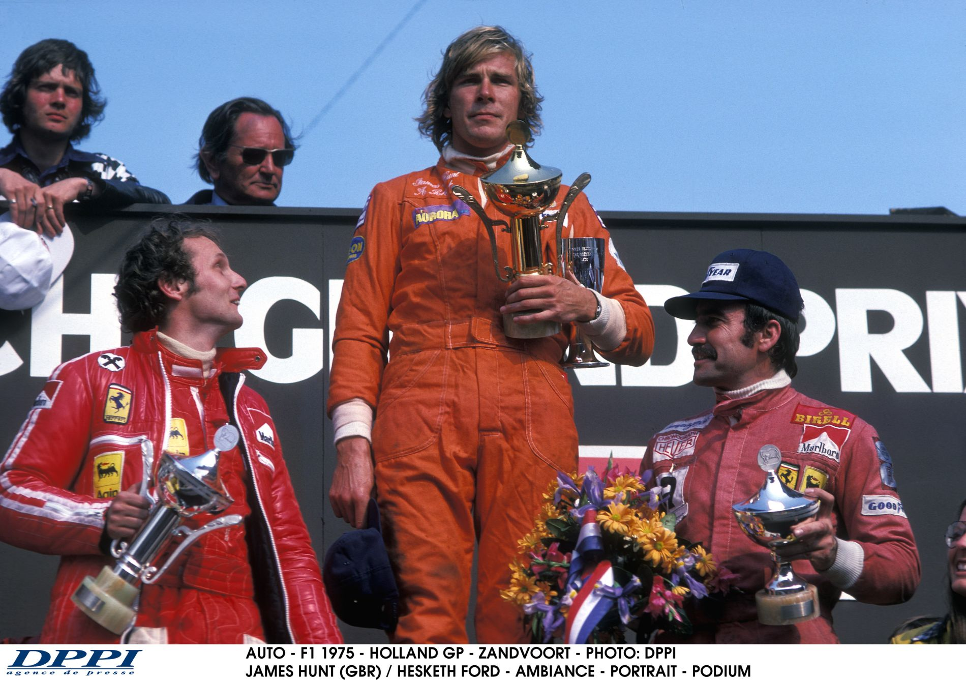 Lauda ingyen autómosásra cserélte a csúnya serlegeit, melyek végül az eBayen kötöttek ki