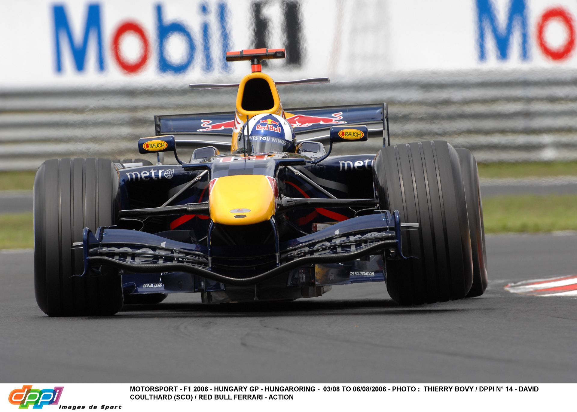 Magyar Nagydíj 2005: A rajt pillanatai! Borul a Red Bull!