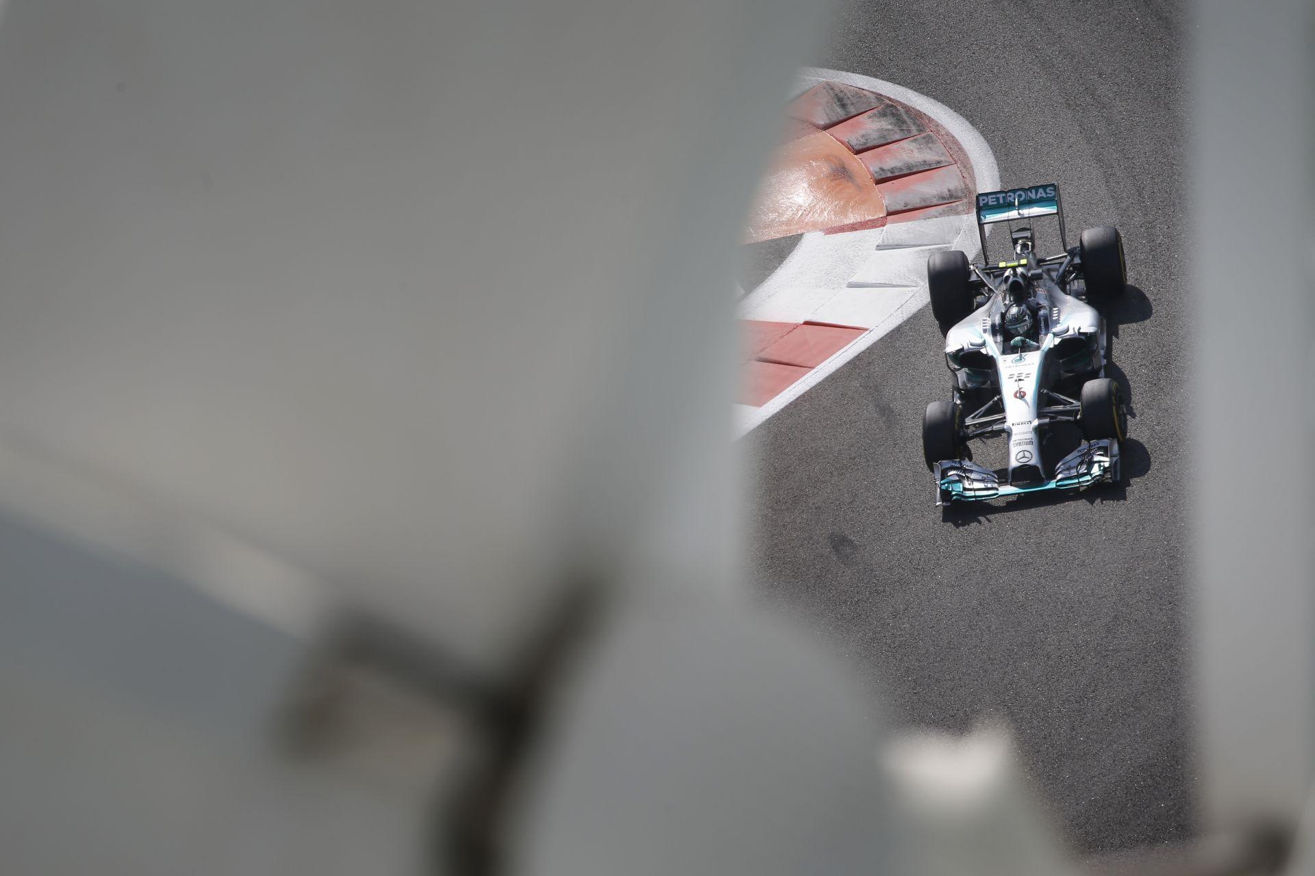 Rosberg csúnyán elverte Hamiltont az idei szezon utolsó időmérőjén! Bottas, Massa, Ricciardo a további sorrend Abu Dhabiban