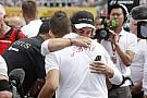 Rendkívül megható képek a Magyar Nagydíjról: Jules Bianchira emlékeztek a versenyzők a hungaroringi rajtrácson